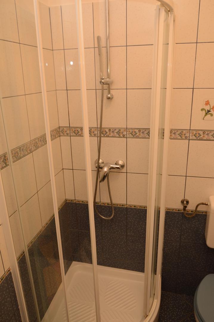 Kupaonica s tušem