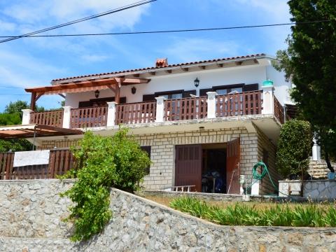 Casa con 2 appartamenti Nikola