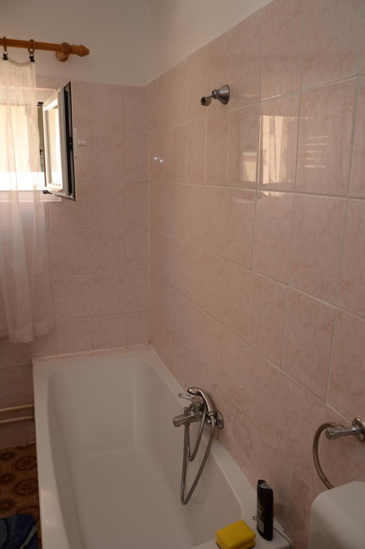 Gemeinsame Badezimmer mit Badewane