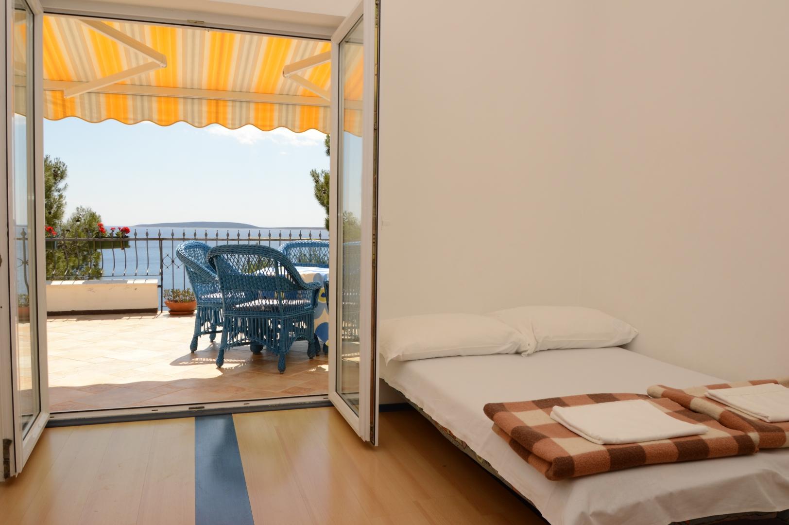 Doppelbett in Wohnbereich