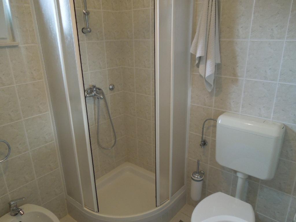 Bathroom with shower - Julia 1