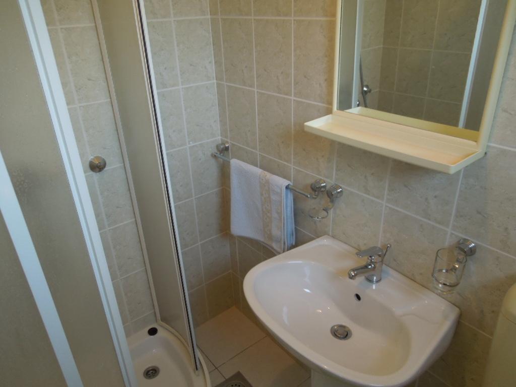 Badezimmer mit Dusche - Julia 2