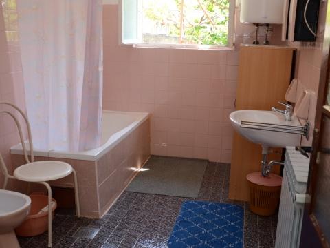 Badezimmer mit Badewane