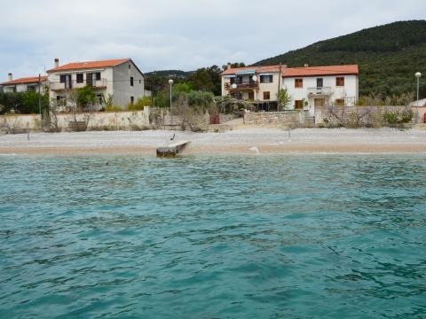 Pogled na kuću sa mora