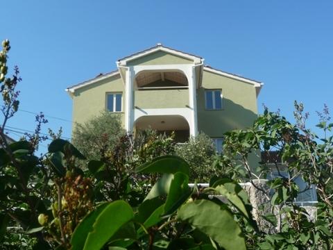 Kuća s apartmanima